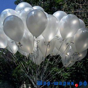 Облако шаров металлик белые