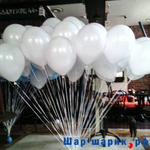 Облако шаров пастель белые